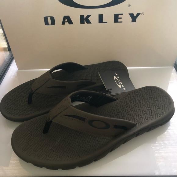 adec813951e new oakley men sandals